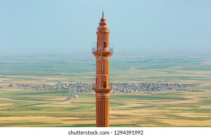 Mardin Sehidiye Mosque on the background Amazing Mesopotamia - Mardin, Turkey