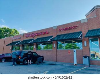 Marinette, Wisconsin / USA - Aug 10-2019: Walgreens Retail Location. Walgreens is an American Pharmaceutical Company.