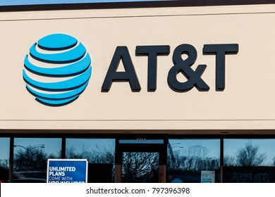 Marion - Circa January 2018: AT&T Mobility Wireless Retail Store. AT&T now offers IPTV, VoIP, Cell Phones and DirecTV