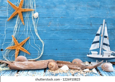 Maritime Decoration on blue an natural brown wood
