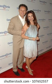 Mark Burnett and Roma Downey  at Operation Smile's 7th Annual Smile Gala. Beverly Hilton, Beverly Hills, CA. 09-18-08
