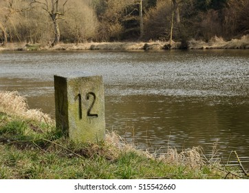Mark kilometers of the river bank.