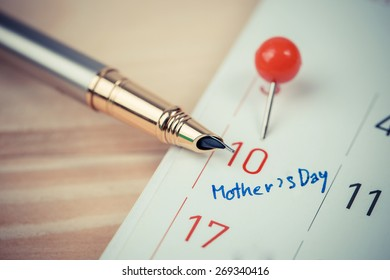 Mark on the calendar at 10. Mother's Day.