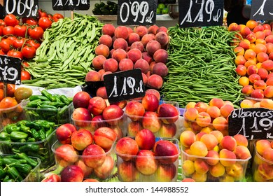 Market of fresh fruit and vegetables.