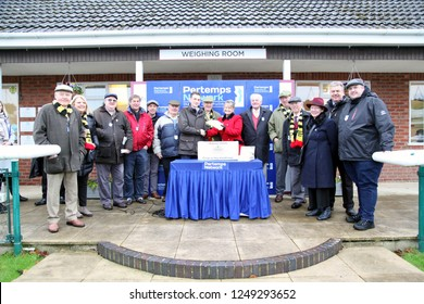 MARKET RASEN RACECOURSE, LINCOLNSHIRE, UK : 22 NOVEMBER 2018 : The Chasing Gold Racing Syndicate on the Winners Podium at Market Rasen Races