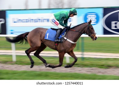 MARKET RASEN RACECOURSE, LINCOLNSHIRE, UK : 6 DECEMBER 2018 : The Nicky Henderson trained Adjali ridden by Daryl Jacob Winning the 3yo Juvenile Hurdle Race at Market Rasen Races