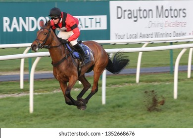 MARKET RASEN RACECOURSE, LINCOLNSHIRE, UK : 20 MARCH 2019 : Jockey Harry Skelton wins the 2m National Hunt Flat Race on Aggy With It trained by his brother Dan Skelton