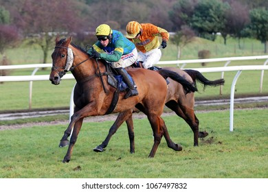 Market Rasen Racecourse, Lincs, UK, 17 January 2018 : Itsnonofurbusiness ridden by Harry Skelton and trained by Dan Skelton winning the 188Bet Handicap Hurdle over 2m 7f