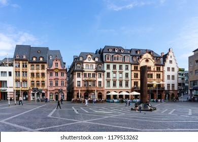 Market square in Mainz at blue sky with Heunensäule