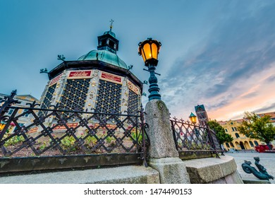 Market Square with the waterworks from 1602 (Wasserkunst) in Wismar, Nordwestmecklenburg district, Mecklenburg-Vorpommern state, northern Germany.