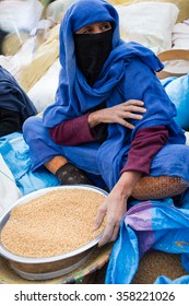 Maroko 2015 Year December 29 .Moroccan woman selling corn at the market in Marrakesh