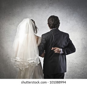 Married couple with infidel husband crossing his fingers behind his back