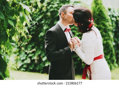 married couple kissing in garden