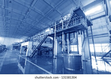 Marshalling of machinery equipment in a papermaking factory, steam and noise has serious harm