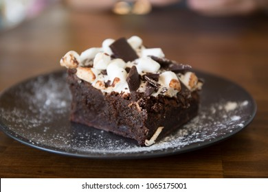 Marshmallow, chocolate on top of the brownie