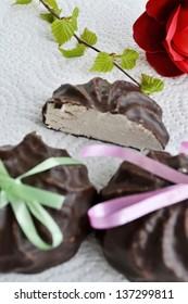 Marshmallows in chocolate.
