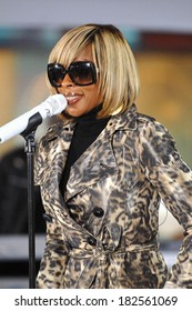 Mary J Blige on stage for NBC Today Show Concert with Mary J Blige, Rockefeller Center Plaza, New York, NY, May 09, 2008