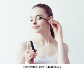 Mascara woman natural portrait brunette female eyelash make-up