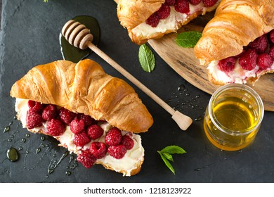 Mascarpone Cheese & Roasted Berries Croissant