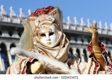 Maschera colorata al Carnevale di Venezia, Italia - 2012