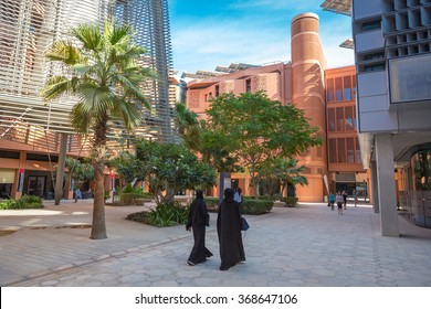 Masdar City, Abu Dhabi - December, 20th 2015 - The streets of Masdar City, the city projected to be first city totally sustainable in the world. Abu Dhabi, UAE.