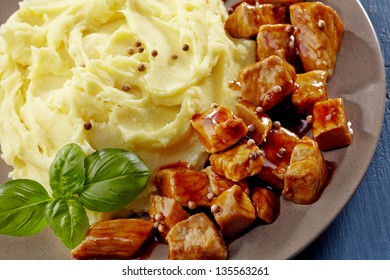 mashed potatoes and meat stew