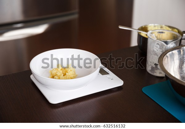 mashed potatoes on kitchen weigher