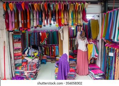 MASJID INDIA, MALAYSIA 20 OKTOBER 2015 : Unidentified shopkeeper in their shop at Masjid India Road or Jalan Masjid India, one of the most popular street bazaar in the heart of Kuala Lumpur.
