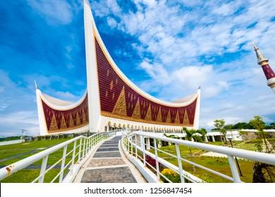 Masjid Raya Sumatera Barat during day