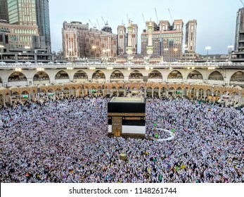 Masjidil haram, Mecca, Saudi Arabia (08/02/2018) : People gathering in Masjidil Haram doing tawaf and others ritual during hajj 2018.
