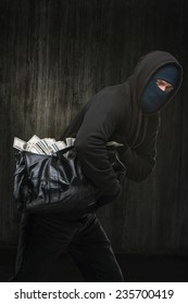 Masked theft with a big bag of stolen money