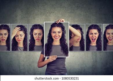 Maskierte junge Frau, die unterschiedliche Emotionen ausdrückt