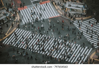 Mass of people crossing the street in Tokyo