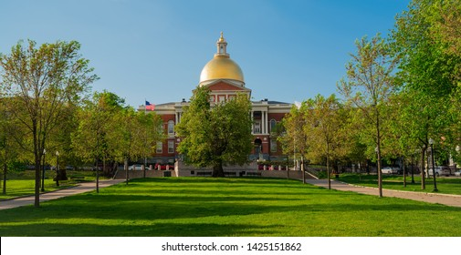 Massachusetts state house with green lawn and blue sky, with nobody.
