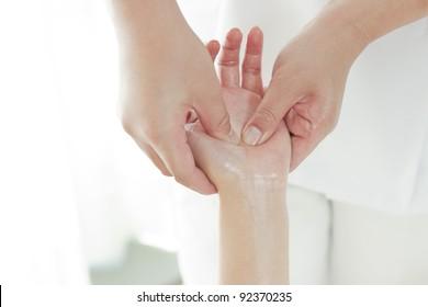 Massage of the hand