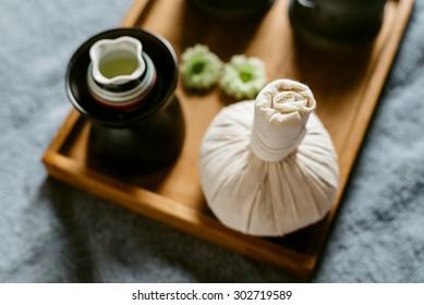 Massage series : Massage amenities kit in wooden tray