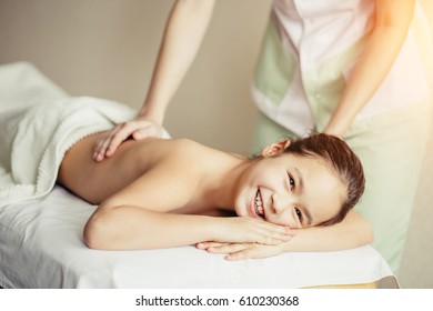 masseur does massage to the little girl