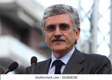 Massimo D'Alema in Cassino on 10/5/2011 to support the candidate mayor Volante