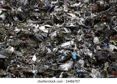Massive pile of scrap metal and garbage - large XXL file