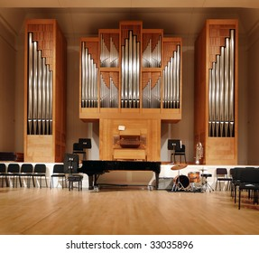 Massive pipe organ