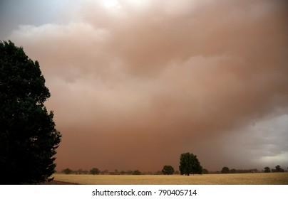 Massive Sandstorm approaching Condobolin, NSW, Australia, October 2017