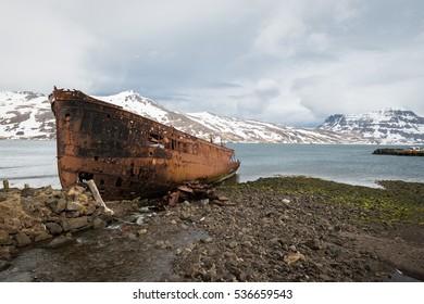 A massive shipwreck at the Icelandic coast