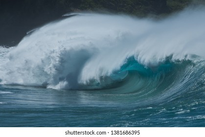 Massive shorebreak at Waimea Bay Oahu