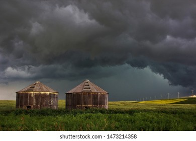 Massive storm cell in the prairies that ended with a small tornado