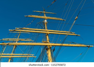 mast of a sailing ship in the sunny day