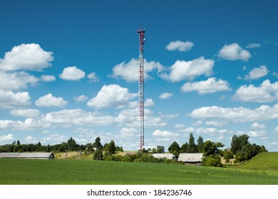 Mast with several mobile network transmitters for GSM coverage and 3G/4G data transfer