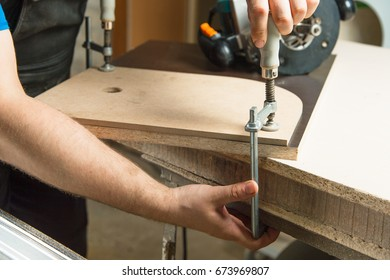 Master clamps the workpiece with a dvp clamp to the workbench