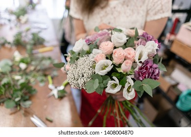 Master class on making bouquets. Summer bouquet. Learning flower arranging, making beautiful bouquets with your own hands. Flowers delivery