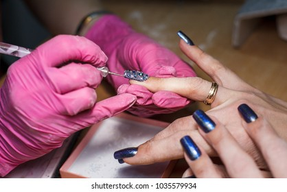 the master does manicure