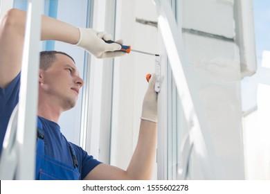 the master repairs the plastic window, warranty claim